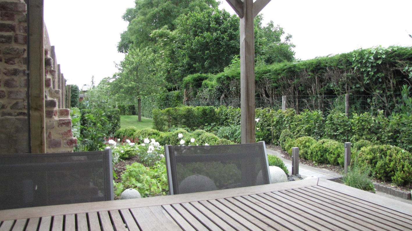 Renovatie Smalle Tuin : Smalle tuin met tuinkamers hortari hortari